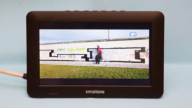 портативный телевизор Hyundai H-LCD900